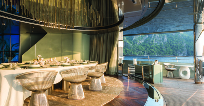 Owners-Dining-Feadship Savannah